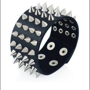 ⬛️ leather spike cuff ⬛️